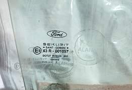Форд Фокус 1 стекло боковое оригинал - Фото #1