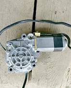 Мотор стеклоподъёмника Ауди 100/А6 С3 - Фото #2