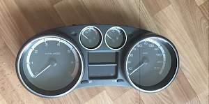 Щиток приборов Peugeot 308 - Фото #1