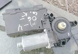 Моторчик стеклоподъемника ауди A4 B7 8E0 959 801 E - Фото #1