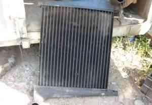 На Volvo FL-10 радиатор системы охлаждения - Фото #1