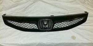 Решетка радиатора хонда сивик 8 4д - Фото #1