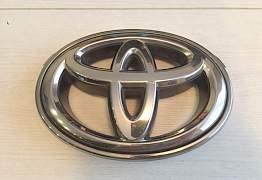 Эмблема на Тойота Камри - Фото #1