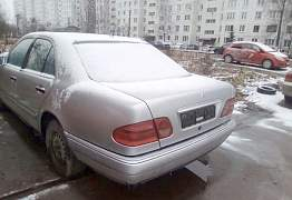 Mercedes-Benz E-класс 2.4AT, 1998, седан, битый - Фото #1