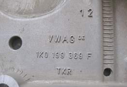 Передний подрамник б/у на VW Golf - Фото #4